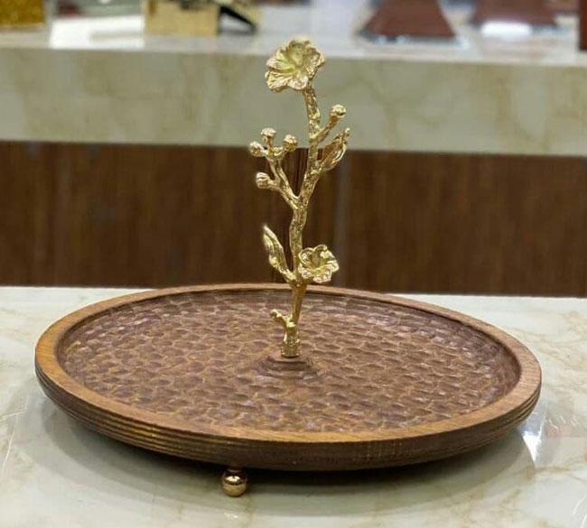 شیرینی خوری یک طبقه چوبی با دسته طرح گل